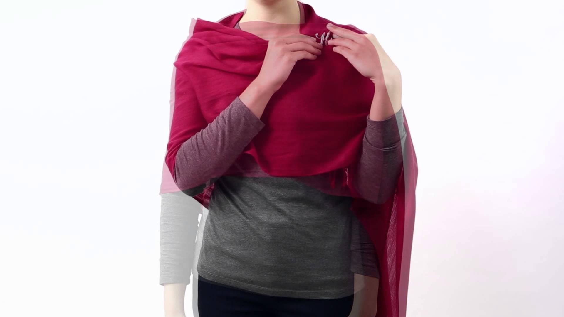 Come trasformare una sciarpa in coprispalle