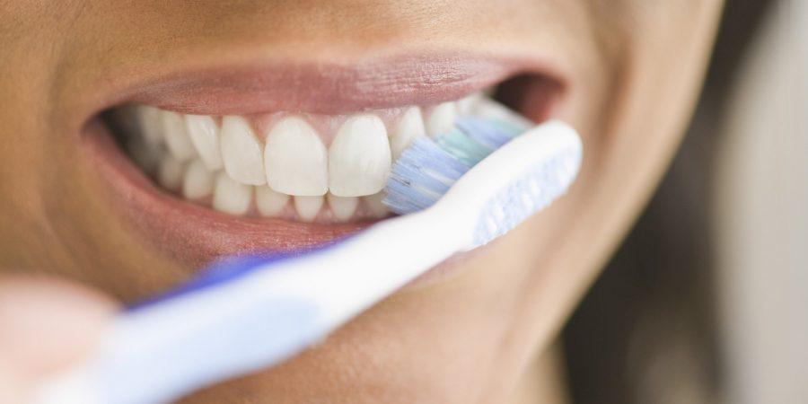 Come lavare i denti in modo corretto