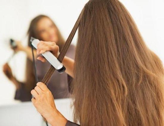 Evitate di stirare i capelli
