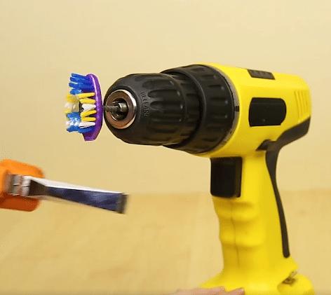 come-utilizzare-lo-spazzolino-oltre-alligiene-orale5