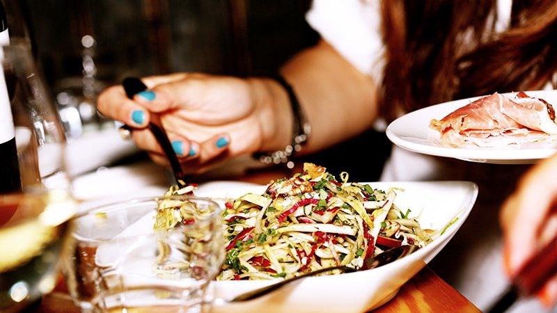 Ho sempre fame: da cosa dipende? Cause comuni e rimedi