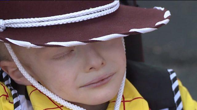 la-comunita-festeggia-prima-halloween-per-un-bambino-di-5-anni-con-cancro-terminale1