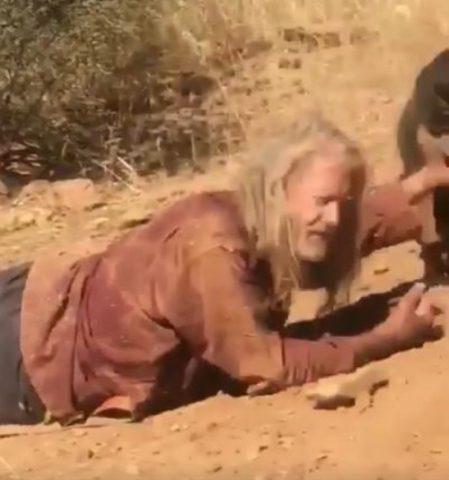 martin-con-laiuto-di-un-cane-salva-la-vita-di-quelluomo2