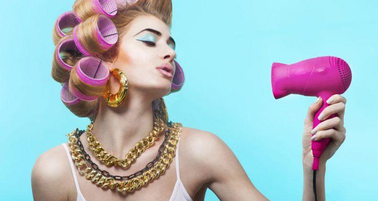 Come si mettono i bigodini adesivi - Donna Glamour