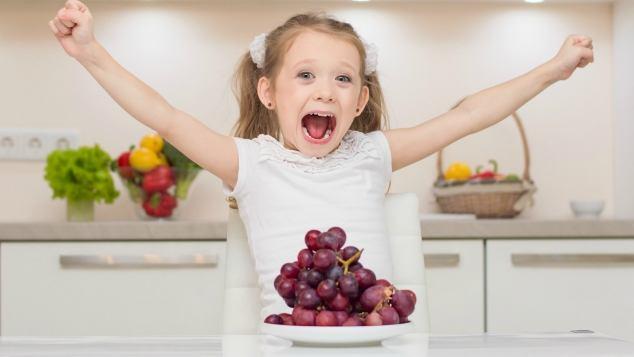 come-dare-l'uva-ai-bambini 2
