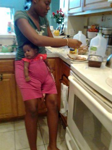 Claudia-vede-la-foto-di-sua-figlia-e-scoppia-in-lacrime 1