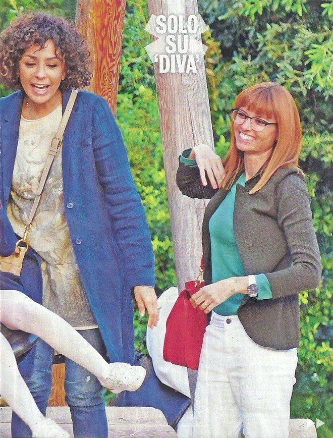 Carlotta Mantovan con la figlia Stella al parco con la famiglia di Carlo Conti