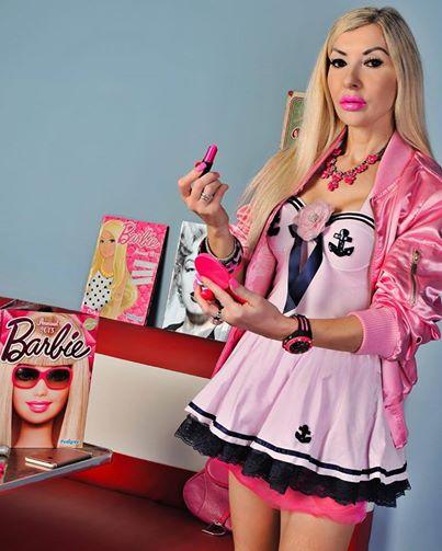 18enne spende 1.500 euro al mese per assomigliare a Barbie