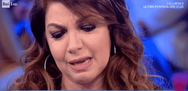 Cristina D'Avena in lacrime da Caterina Balivo