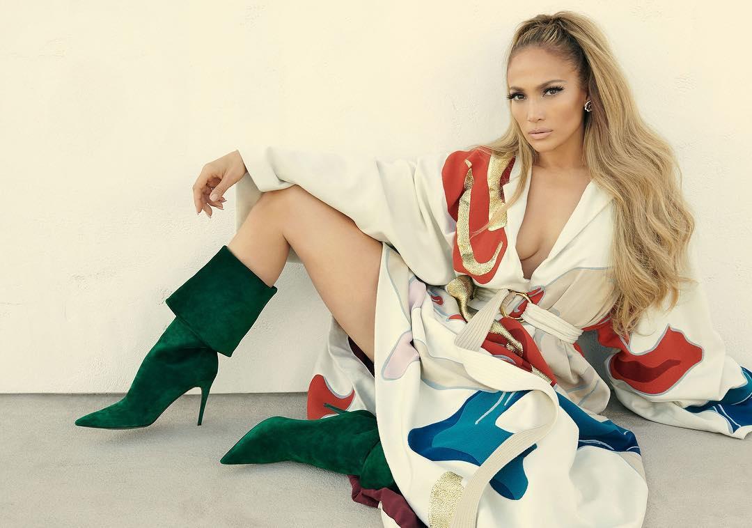 Jennifer Lopez incanta il web: eccola come (quasi) mamma l'ha fatta