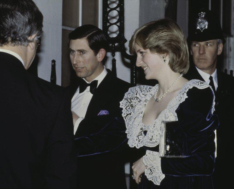 Ecco perché Lady Diana chinava sempre la testa quando si trovava in pubblico