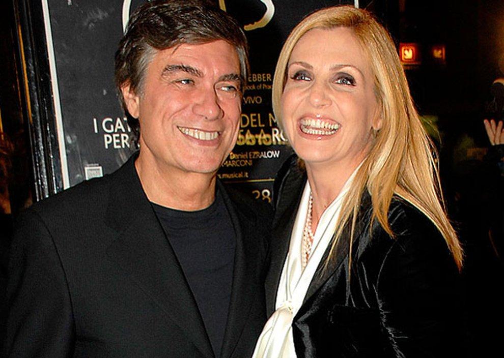 Lorella Cuccarini fotografata con un uomo misterioso. Ecco chi è