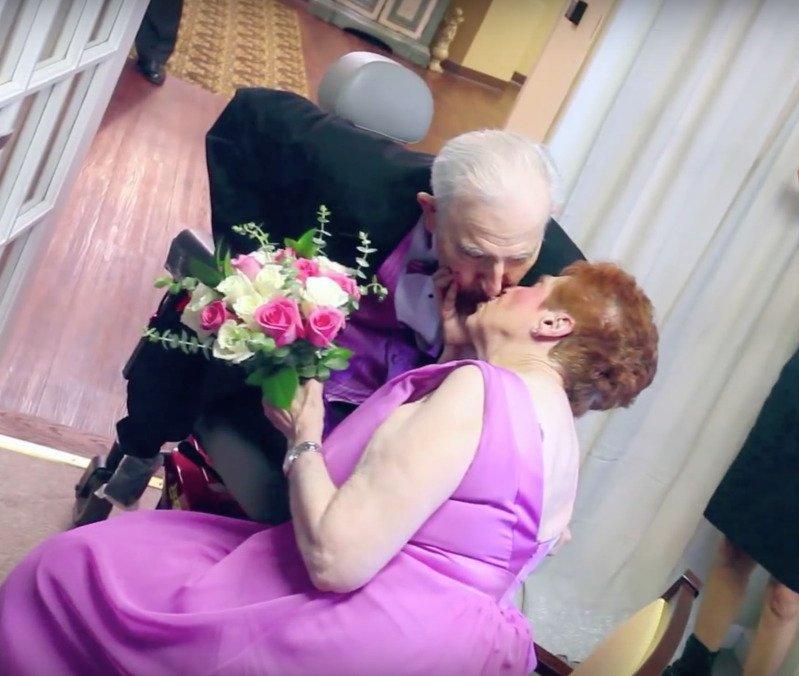 A 89 anni trova finalmente il suo vero amore e si sposa