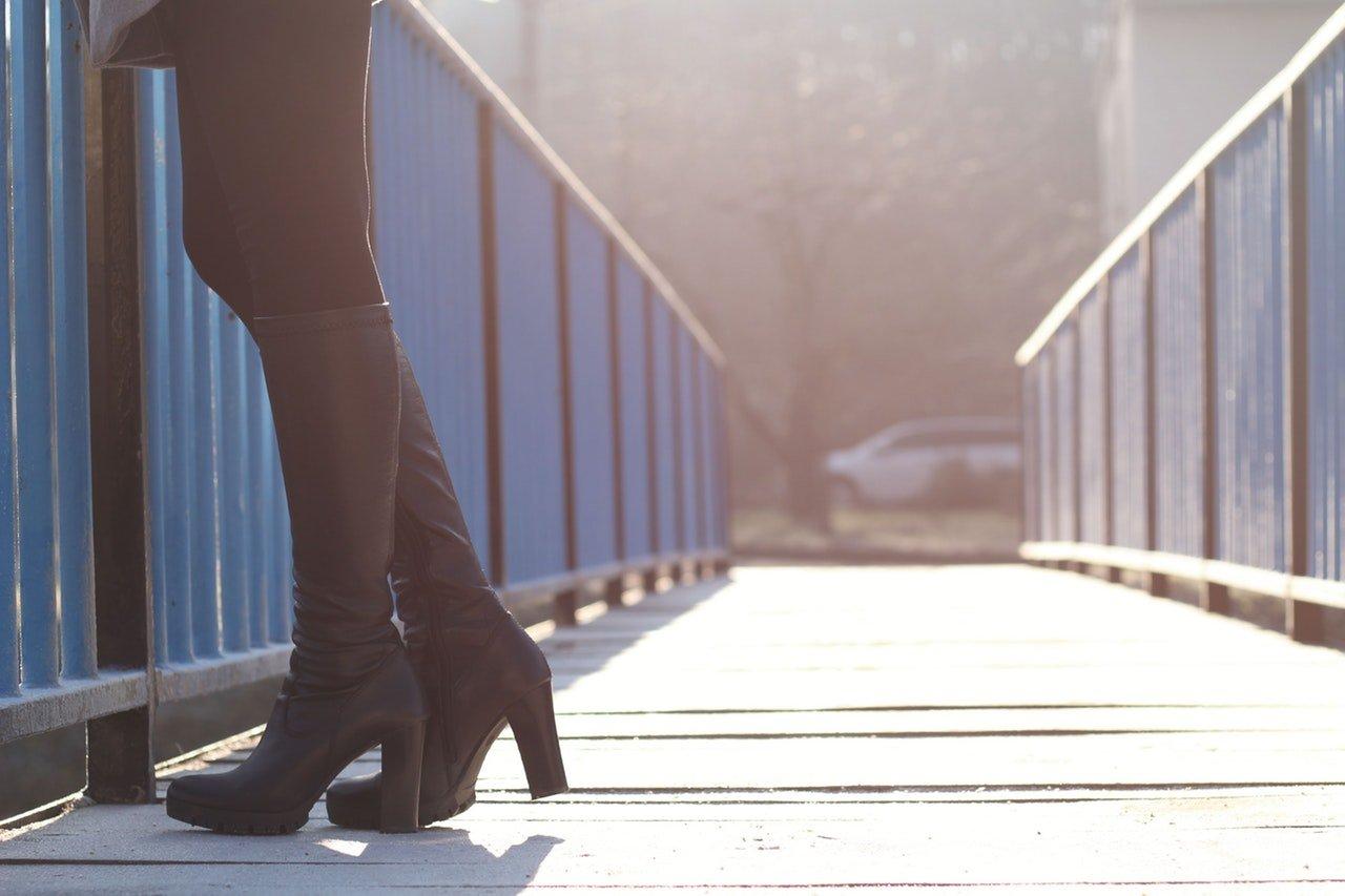 Come abbinare gli stivali sotto il ginocchio: dalla scelta del materiale alle forme