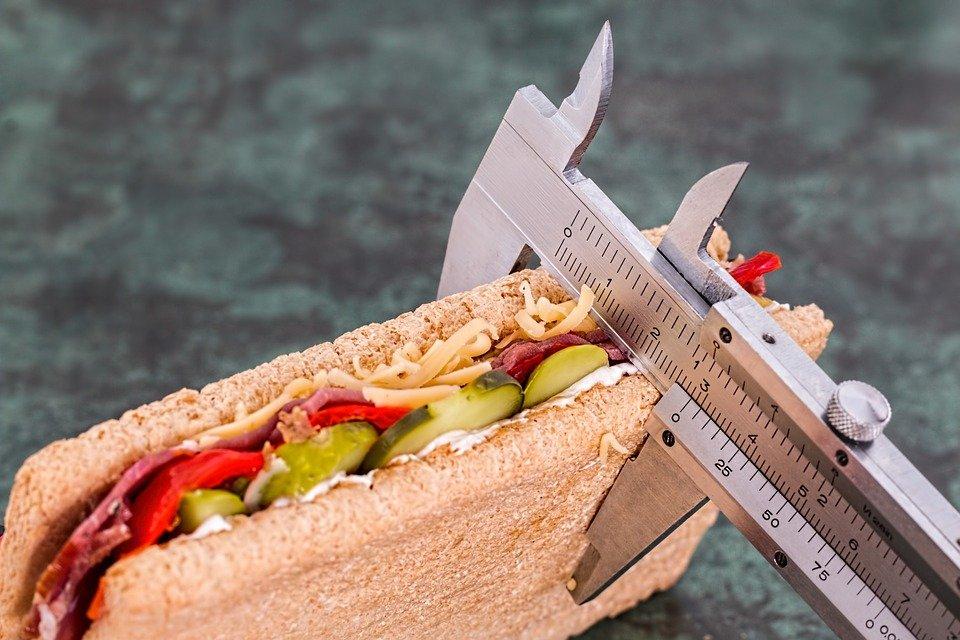 Obesità e anoressia: chi ne soffre vive di meno