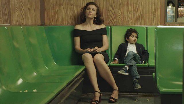 lontano-da-qui-trailer-film-con-maggie-gyllenhaal
