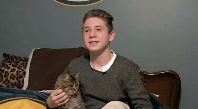 Gavin-salva-la-vita-del-gattino-abbandonato 2