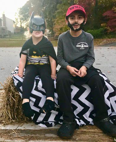 il-costume-insolito-del-ragazzino-per-Halloween 1