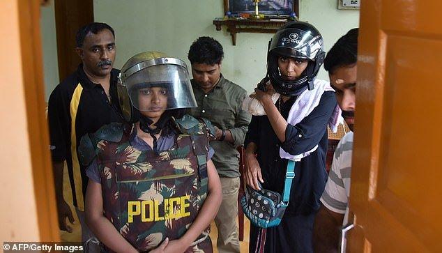 Donna indiana arrestata per avere mostrato un po' di coscia su Facebook