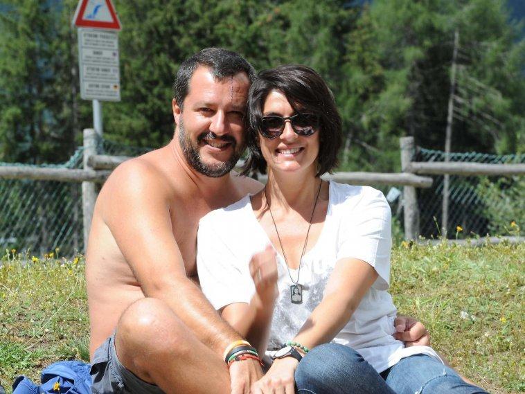 È finita tra Elisa Isoardi e Matteo Salvini. L'addio con un selfie a letto