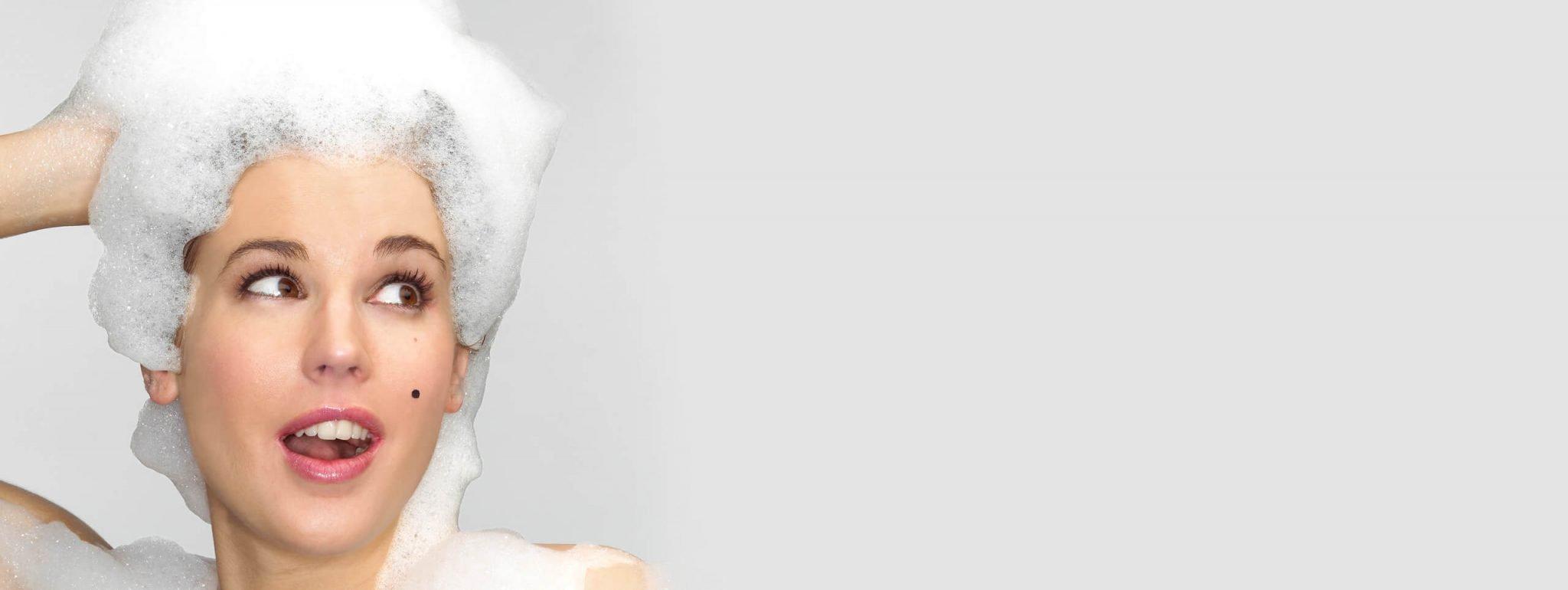 Sale nello shampoo: benefici, rischi e opinioni