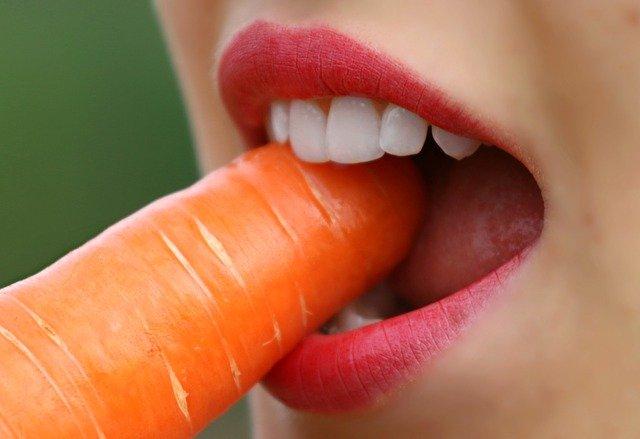 Anziano si presenta in ospedale con una carota nelle parti intime
