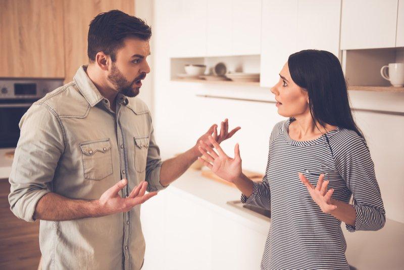 5 abitudini delle donne che mettono in discussione l'amore negli uomini