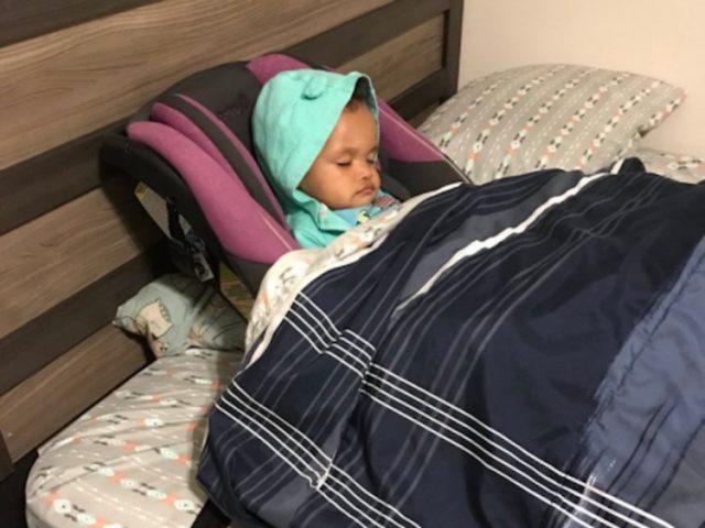 Aaron-ed-il-suo-modo-di-mettere-al-letto-la-sua-bambina 3