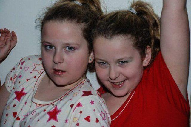 la-storia-di-Lucy-ed-Emily-le-gemelle-vittime-di-bullismo
