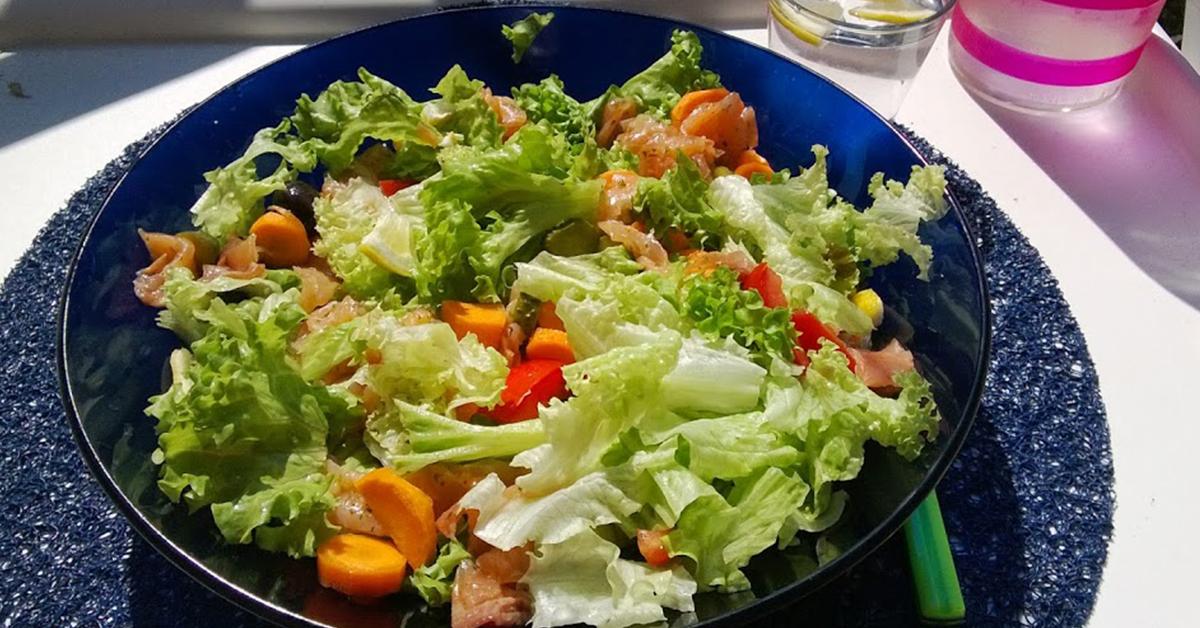 Compra insalata al supermercato e ci trova dentro una rana