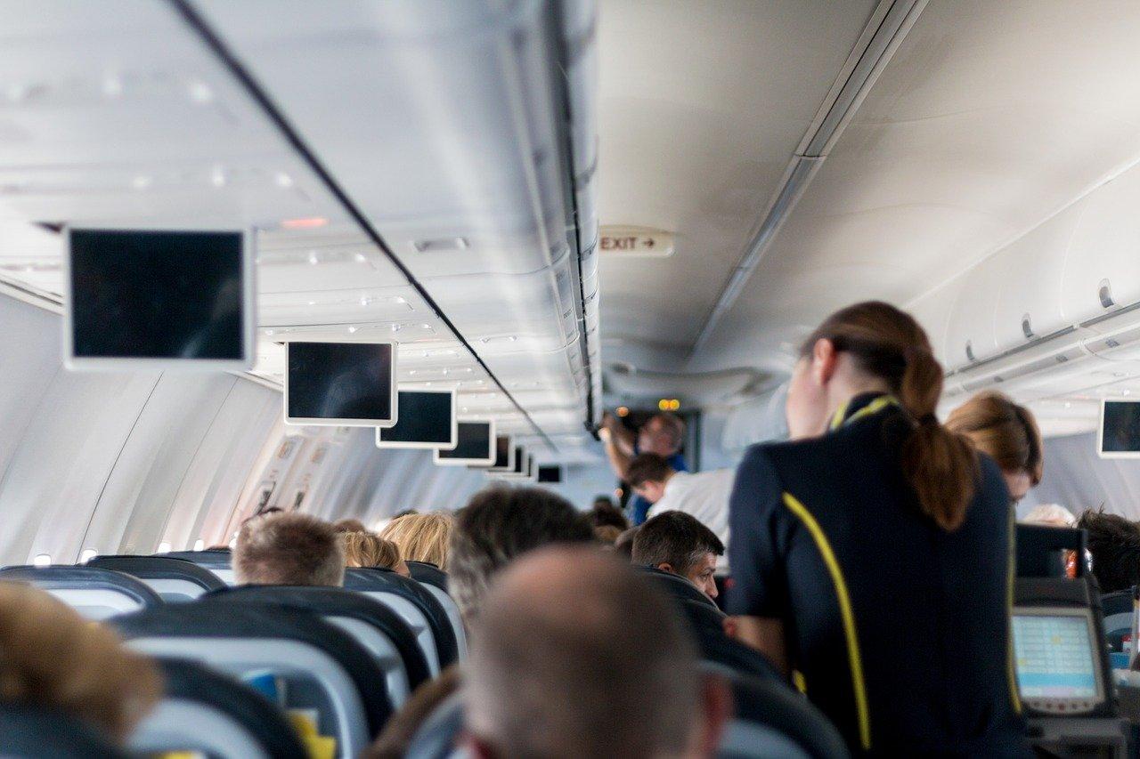 Cosa non dobbiamo indossare prima di viaggiare in aereo