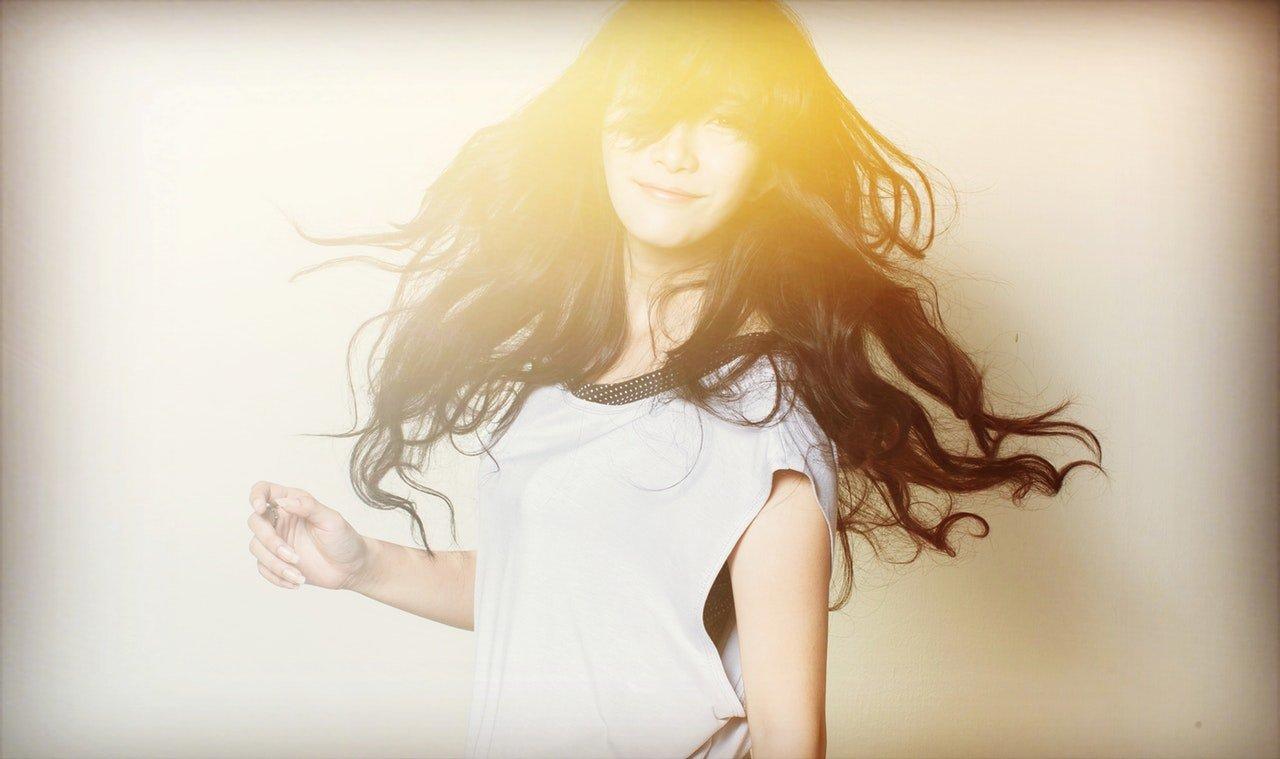 Hennè su capelli castani: come si prepara e i risultati