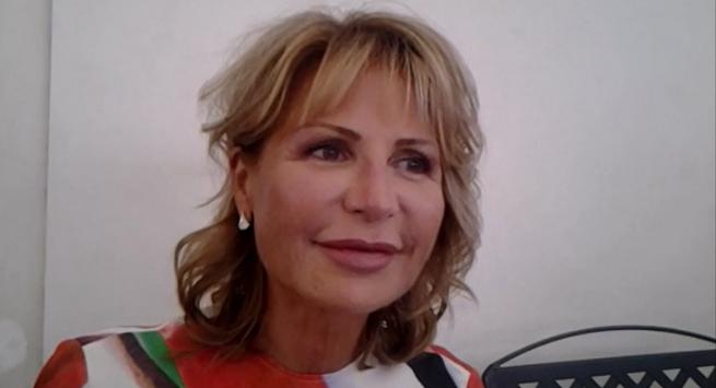 """Lilli Gruber da Mara Venier: """"Quella frase di mia madre sulla verginità"""""""