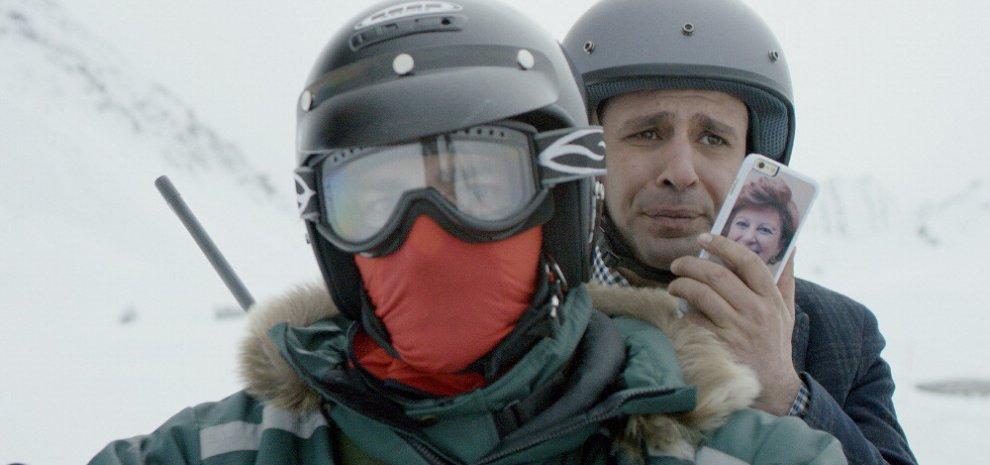 Checco Zalone bloccato nella neve a Roccaraso, il video con il sindaco è divertentissimo