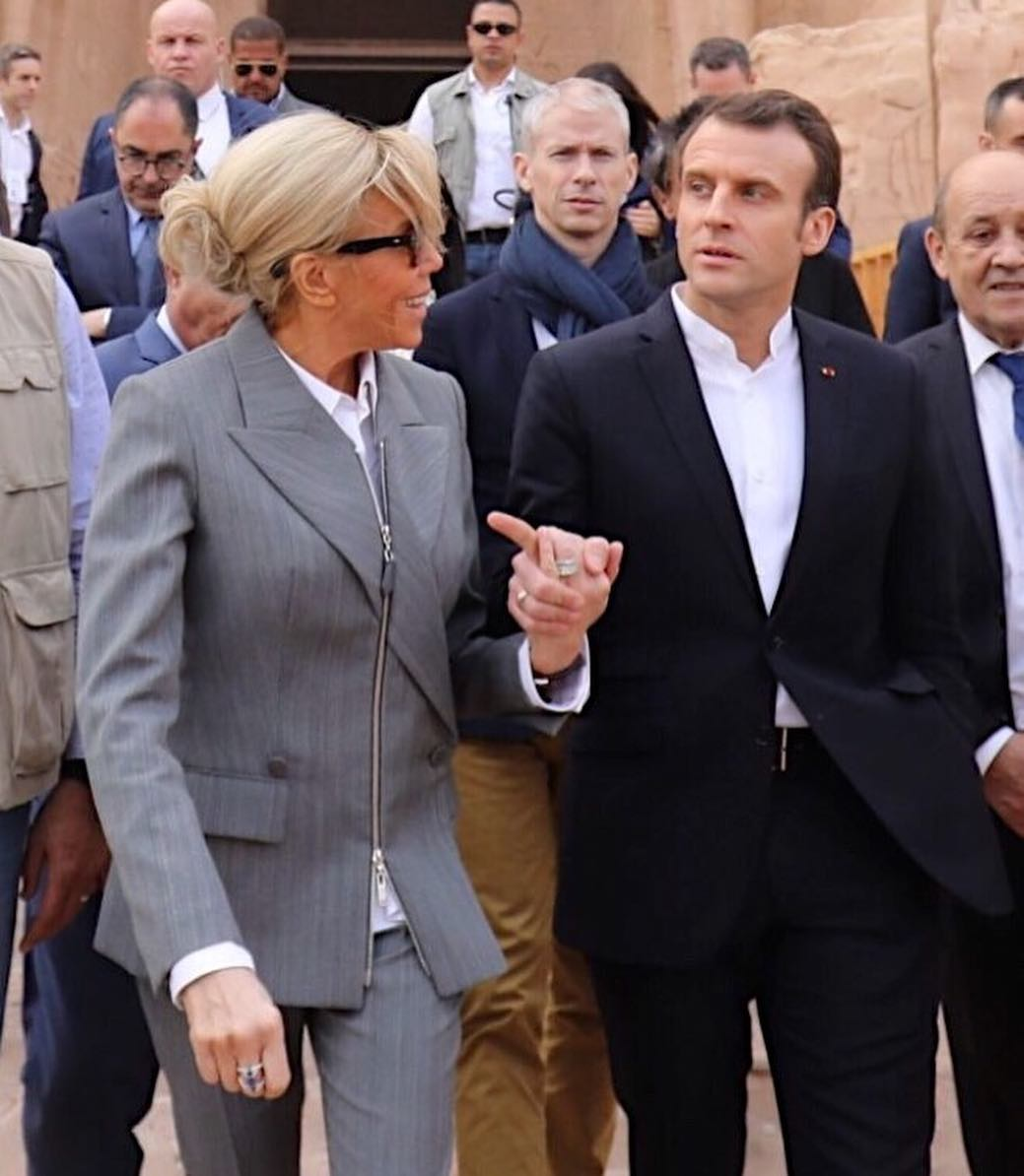Brigitte Macron in Egitto con il marito (con scarpe costosissime)