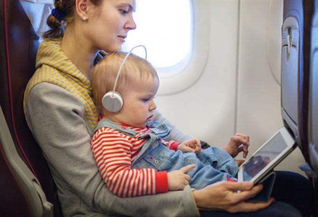 il-bambino-con-la-crisi-in-aereo 4