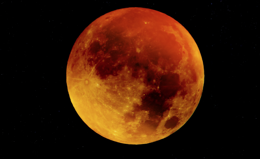 Eclissi totale di luna: a che ora (e come) vedere la Luna Rossa