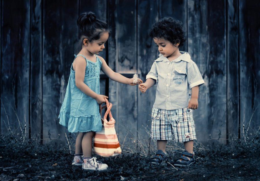 bambini-amicizia-