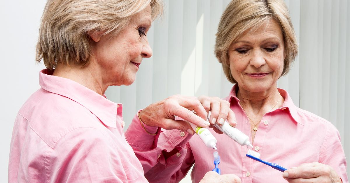 Perché gli anziani hanno spesso l'alito cattivo?