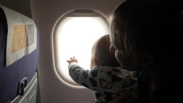 il-bambino-con-la-crisi-in-aereo 3
