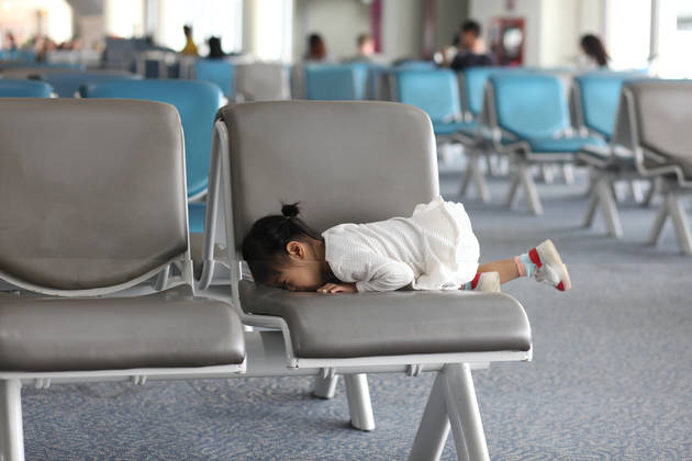 il-bambino-con-la-crisi-in-aereo