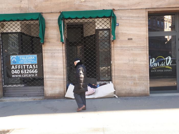 Trieste, cittadini lasciano coperte dopo il gesto del vicesindaco