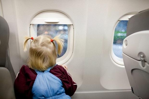il-bambino-con-la-crisi-in-aereo 1