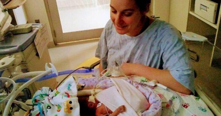 Bambino nato con meno dell'1% di probabilità di sopravvivere sorprende tutti qualche mese dopo