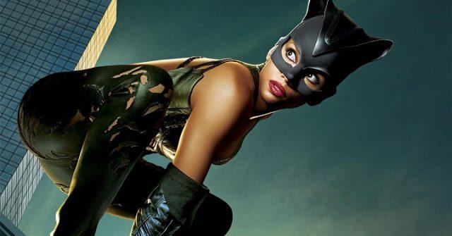 ancona-donna-vestita-da-catwoman-arrestata