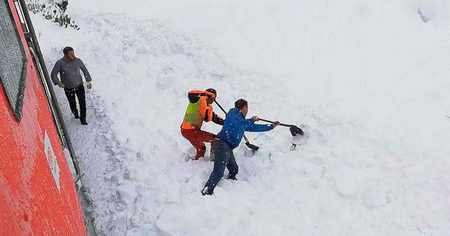 il-salvataggio-della-capra-sotto-la-neve