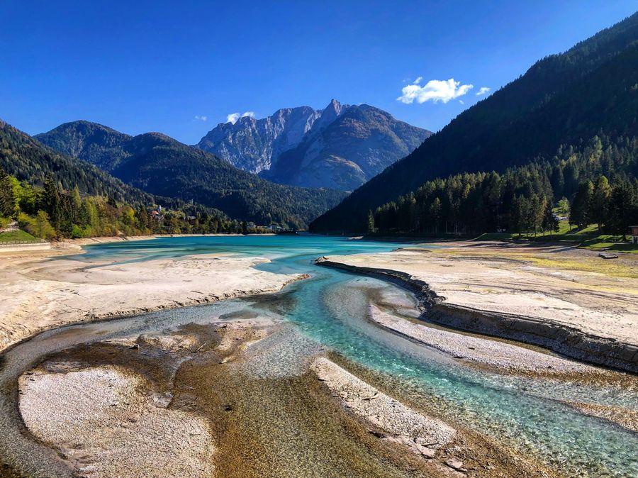 Spiaggia del Lago di Santa Caterina, Auronzo di Cadore (BL) / Veneto