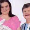 nonna-porta-in-grembo-suo-nipote-per-aiutare-sua-figlia-Tracey