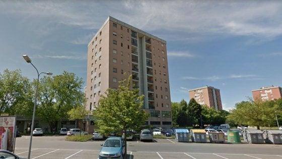 Modena-giu-dal-palazzo-zia-e-nipotina