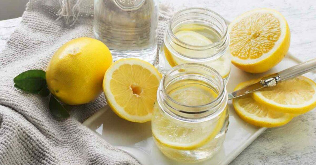Bere acqua tiepida con limone al mattino: tutti i benefici